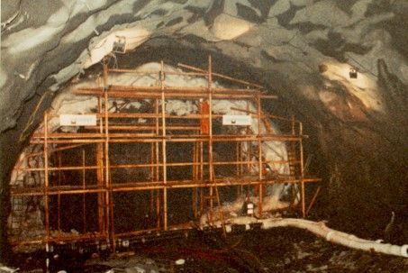 Foto: Ground freeezing for drill and blast tunnel through weakness zone.
